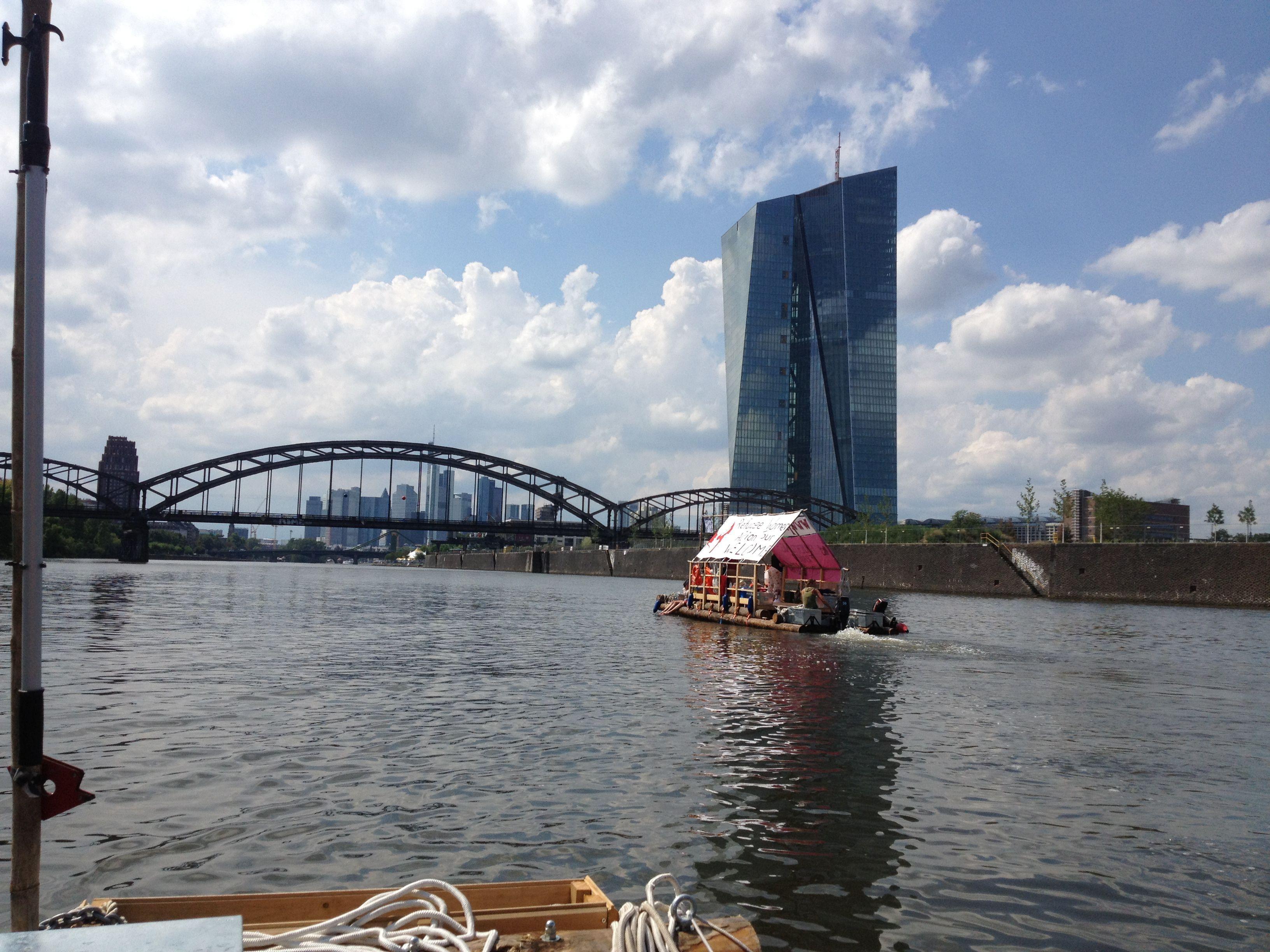Fluchtschiff-Frankfurt-01